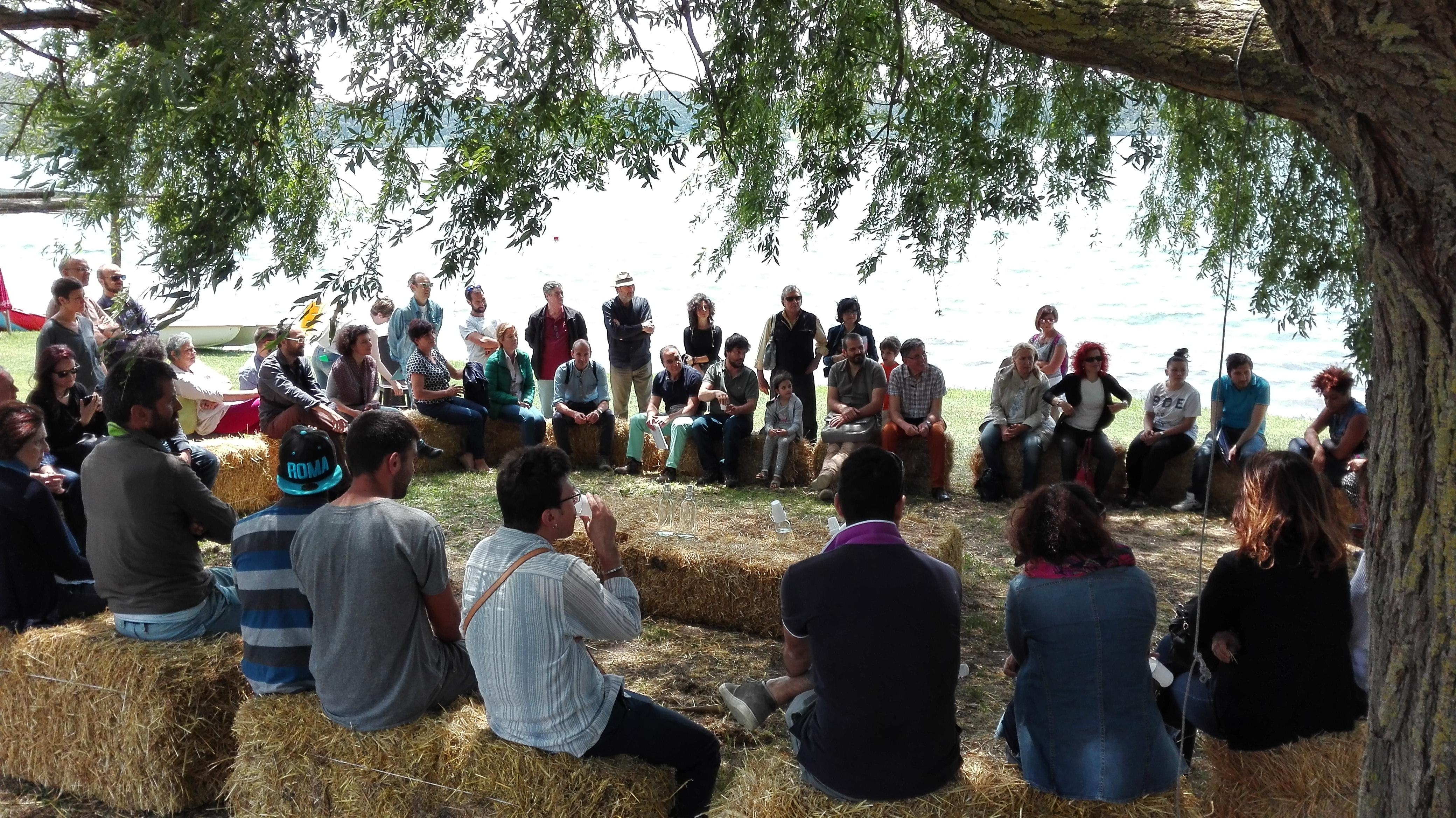 Kairos Cooperativa Sociale - Tutti in cerchio, come siamo soliti fare, sulle rive del lago di Martignano per parlare della strada fatta con il progetto di agricoltura sociale Campi Aperti