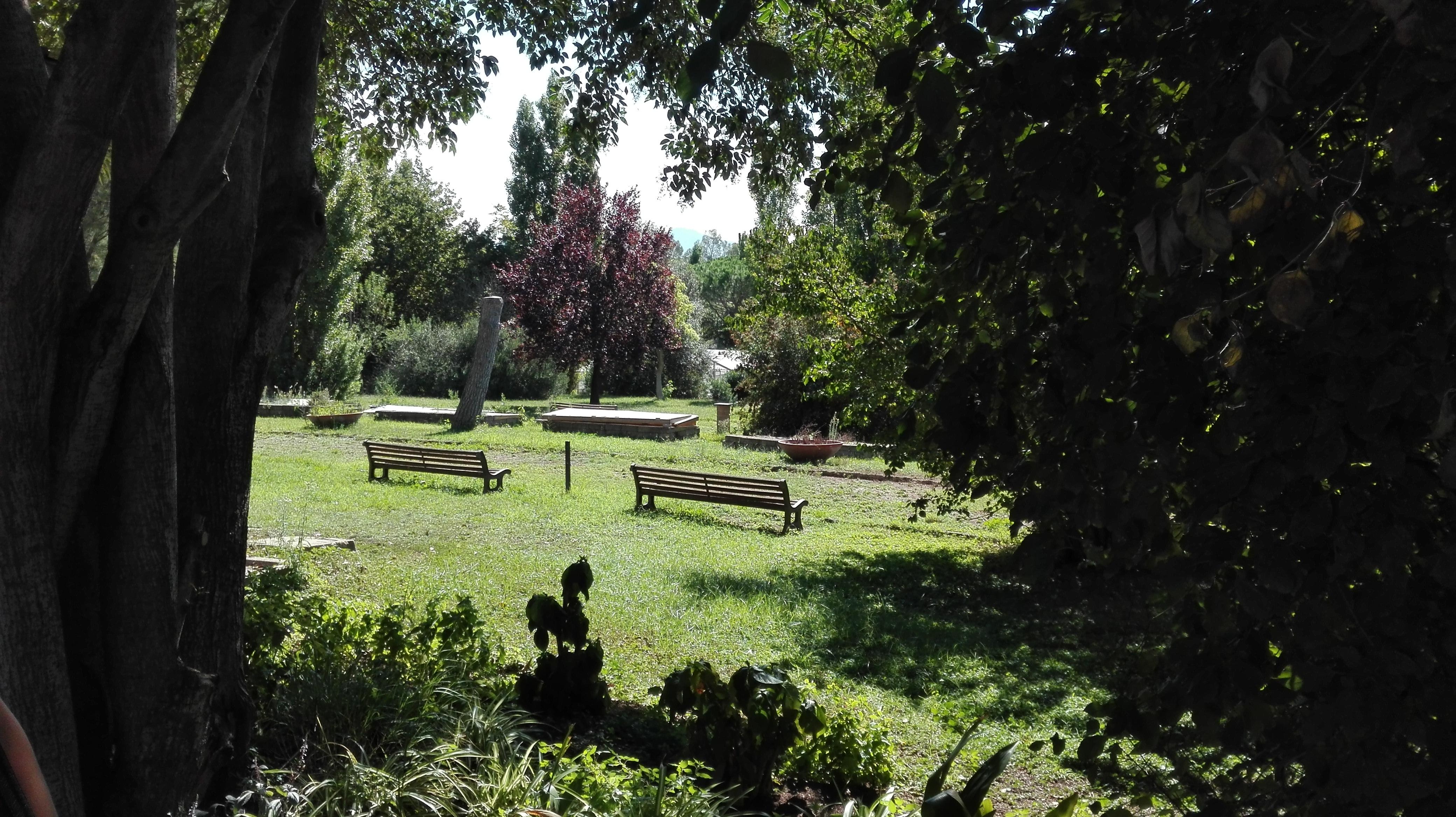 Sullo sfondo, le serre della Casa del Giardinaggio